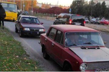 У Черкасах на проспекті Хіміків відразу 2 дітей потрапили під колеса авто